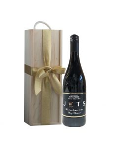 branded-red-wine-in-classic-wooden-presentation-box