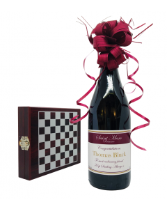 Personalised-red-wine-gift-set-with-wine-tools-and-chess-set2