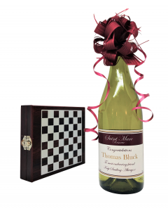 Personalised-white-wine-gift-set-with-wine-tools-and-chess-set2