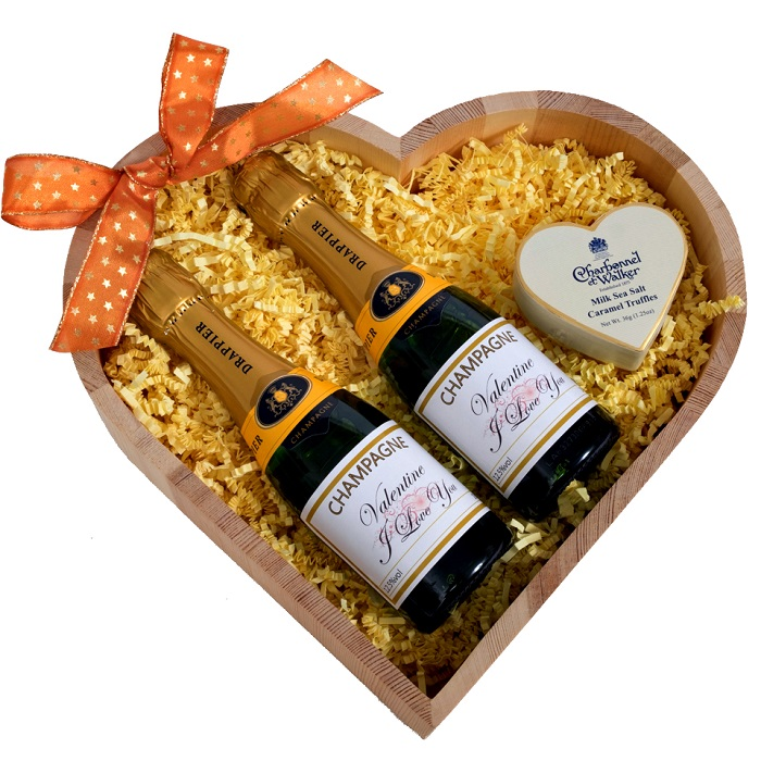 Miniature-personalised-champagne-gift-heart-hamper