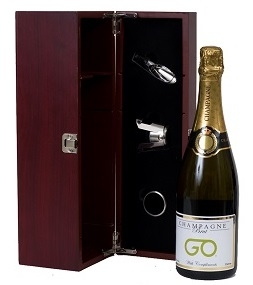 Customised-business-champagne-gift-set-in-wooden-box-with-champagne-tools