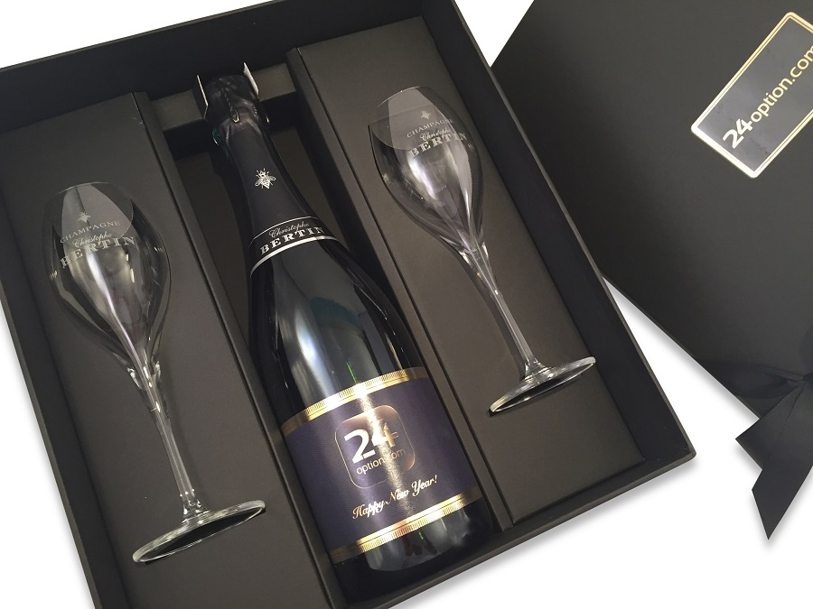 Personalised-champagne-and-flute-gift-set-Christmas-label