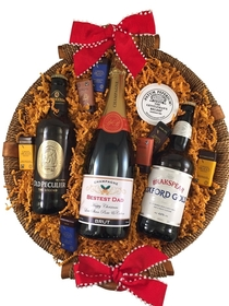 Christmas-personalised-Champagne-and-beer-hamper