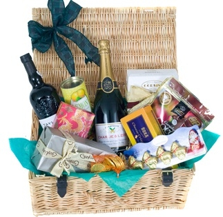 personalised-champagne-cocktail-hamper