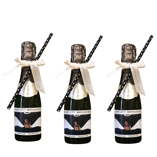 personalized-miniature-champagne-bottles-with-bows-and-straws