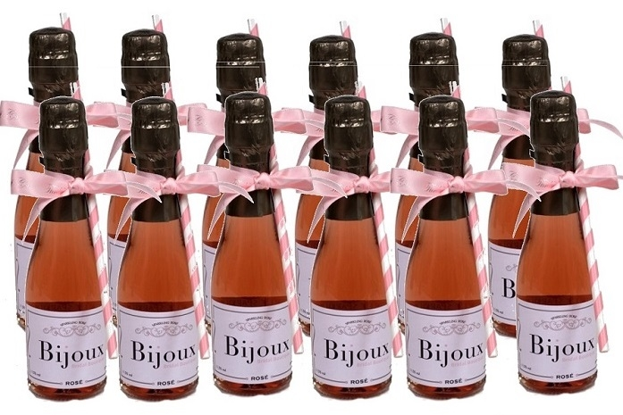miniature-rosé-wedding-favours
