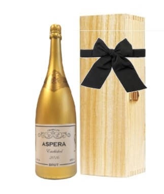 personalised gold edition champage in wooden hinged box